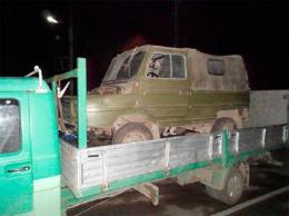 На Буковині двоє невідомих викрали поламаний автомобіль (фото)