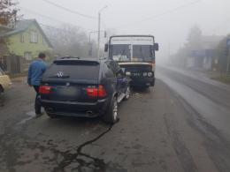 """П'яний водій """"BMW"""" врізався у рейсовий автобус «Чернівці-Ужгород»(фото)"""