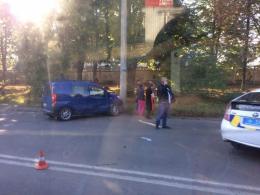 У Чернівцях на Південно-Кільцевій зіткнулись два автомобілі, постраждала дитина