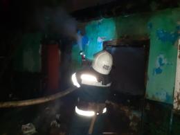 На Буковині чоловік загинув під час пожежі у власному будинку.