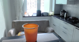 У ще одній новобудові у Чернівцях вода ллється просто зі стін та стелі квартир (відео)