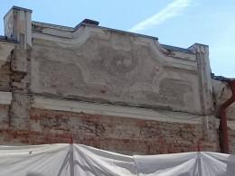 У Чернівцях під час ремонту музичної школи пошкодили автентичний вигляд фасаду