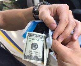 У Чернівцях двоє водіїв-порушників намагалися підкупити поліцейських