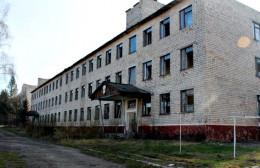 В райцентрі на Буковині розвалюється колишня військова частина