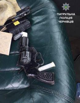 На Героїв Майдану затримали водія з пістолетом та наркотиками
