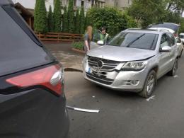 У Чернівцях зіткнулись три автомобілі (фото)