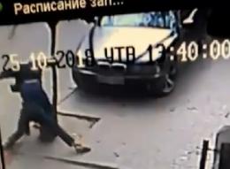 Поліцейський, який жорстоко побив перехожого у Чернівцях, написав заяву на звільнення (відео)