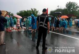 На Буковині мітингарі у Хотині продовжують блокувати трасу (фото)
