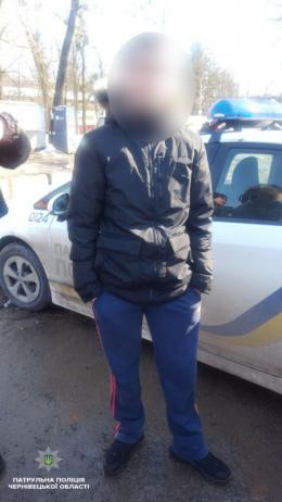 У Чернівцях поліція затримала чоловіка, який викрав гаманець у пасажирки маршрутки