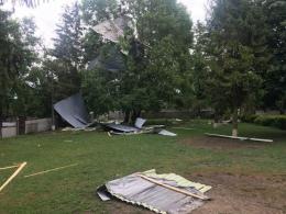 На Буковині негода повністю зірвала покрівлю школи (фото)