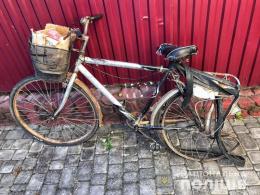 На Буковині легковик збив пенсіонера на велосипеді (фото)