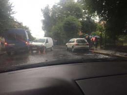 У Чернівцях на Франка зіткнулись мікроавтобус та легковик (фото)