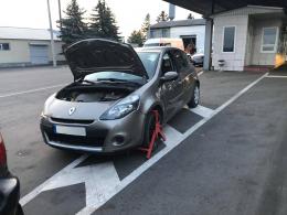 На Буковині прикордонники у 19-річного юнака виявили викрадений «Renault