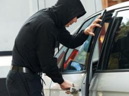 Чернівчанина засудили за крадіжку з автомобіля 10 тисяч гривень