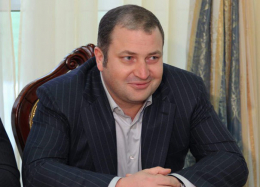 У Чернівцях у квартирі нардепа Оксани Продан прописаний бізнес-партнер Фірташа, який перебуває в бігах, - нардеп
