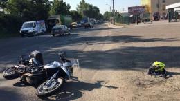 У Чернівцях внаслідок ДТП мотоцикліст отримав струс мозку (фото)