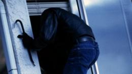 На Буковині злочинець проник до будинку, побив власника та викрав мобільник