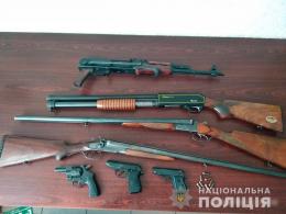Буковинці активно здають до поліції нелегальну зброю