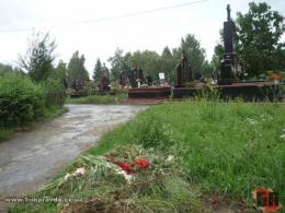 У Чернівцях на кладовищі знайшли тіло жінки