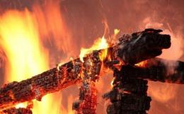 На проспекті Незалежності у Чернівцях спалахнула квартира, є постраждалий