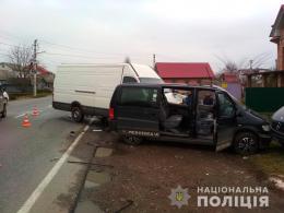 З'явились подробиці потрійного ДТП в Лужанах, де зіткнулись три мікроавтобуси (фото)