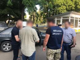 На Буковині контрабандист цигарок намагався підкупити офіцера СБУ (фото)