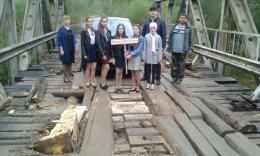 Гірська школа на Буковині просить владу відремонтувати небезпечний міст
