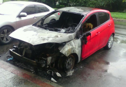 У Чернівецькій області під час руху загорівся «Форд-Фієста»