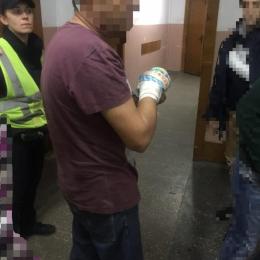 На Буковині 52-річний чоловік поранив руку циркуляркою