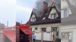 У Чернівцях пожежники приїхали без води гасити горище особняка (відео)