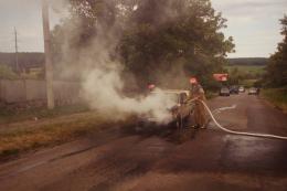 На Буковині під час руху спалахнули «Жигулі».