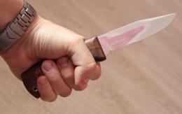 У Чернівцях невідомий пограбував перехожого, вдаривши його ножем у живіт