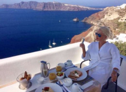 Буковинка Катерина Бужинська відсвяткувала день народження з родиною у Греції (фото)