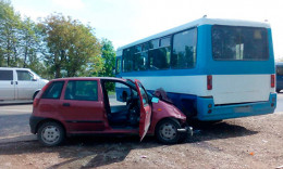 «Фіат» у Чернівцях зіткнувся з маршрутним автобусом «ЧАЗ»