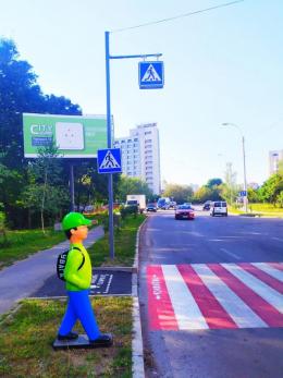 У Чернівцях на Воробкевича з'явились фігури школярів-пішоходів