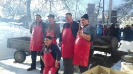 На Буковині провели давній румунський обряд «Помана по свині»