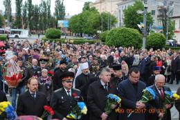 У Чернівцях правоохоронці вшанували пам'ять полеглих у Другій світовій війні Героїв