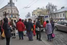 У центрі Чернівців раптово знепритомнів чоловік (фото)