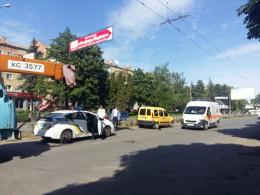 У Чернівцях на проспекті Незалежності автомобіль збив молодого хлопця