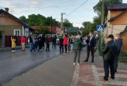 У Чернівцях група людей перекрила вулицю Винниченка (фото)