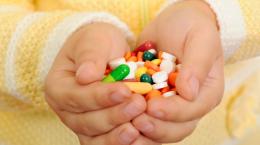 На Буковині 3-річна дівчинка наковталась таблеток