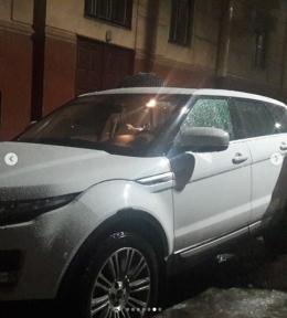 У Чернівцях крижана брила розтрощила елітне авто (фото)