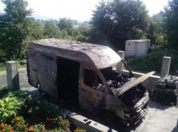На Буковині у Лашківці невідомі підпалили бус сільського голови