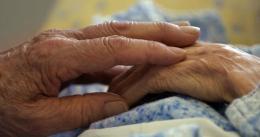 На Буковині п'яний онук задушив 93-річну бабусю