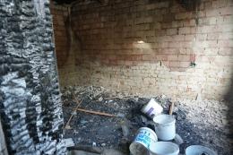 Приїжджають і з Чернівців, і односельчани допомагають: на Буковині люди допомагають родині, в якої згоріла хата