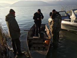 Два браконьєри, які на Дністрі виловили 40 кіло риби, втратили металевий човен (фото)