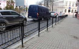 У Чернівцях на основних перехрестях і біля шкіл встановлять захисні металеві загорожі