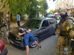 У Чернівцях поліція затримала дует квартирних крадіїв (фото)