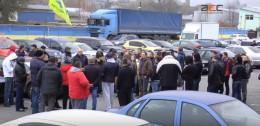 У Чернівцях власники авто на іноземних номерах прийшли під стіни офісу митниці (відео)