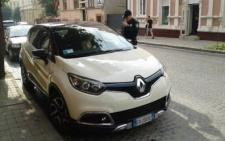Чернівецькі патрульні затримали два автомобіля із злочинцями (фото)